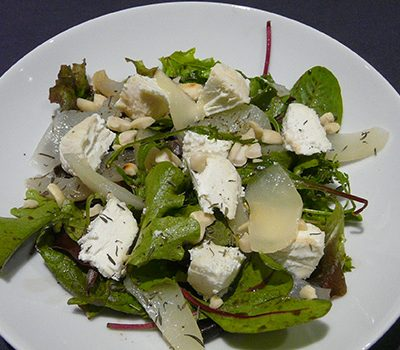 Salade chèvre poires mesclun