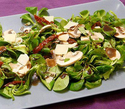 Salade de mâche, champignons et parmesan