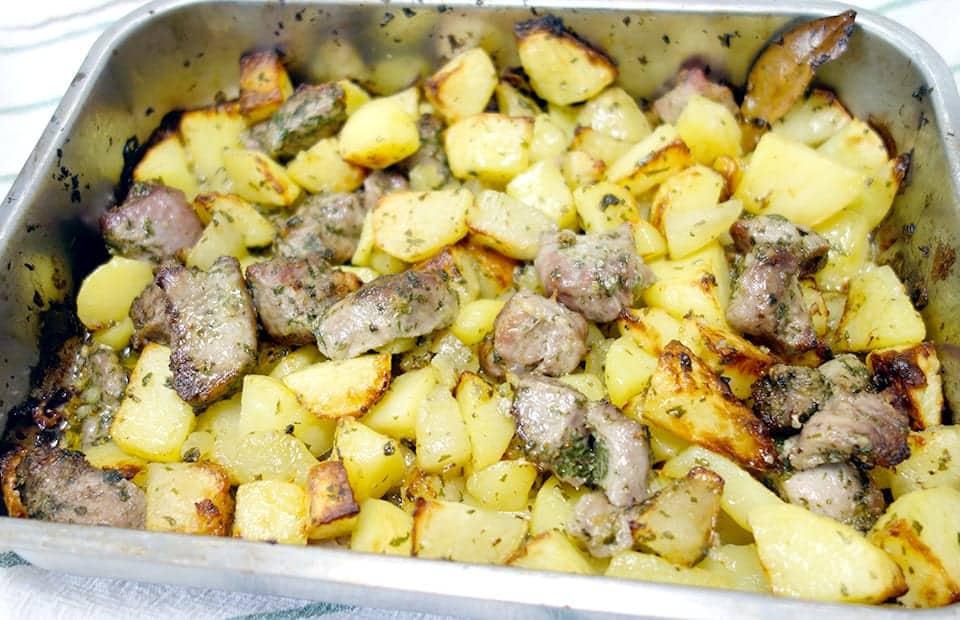 Agneau et pommes de terre rôtis au four