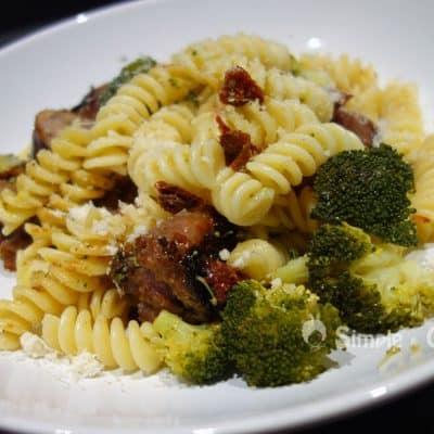 Pâtes aux saucisses et au brocolis