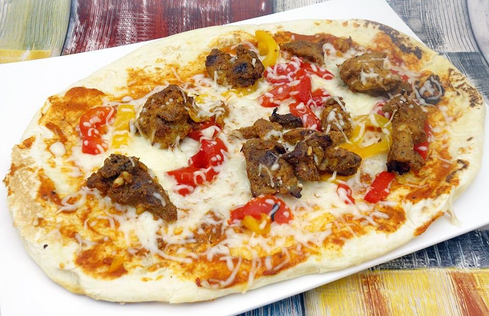 Pizza naan poulet tandoori poivrons