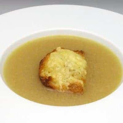 Soupe aux échalotes gratinée
