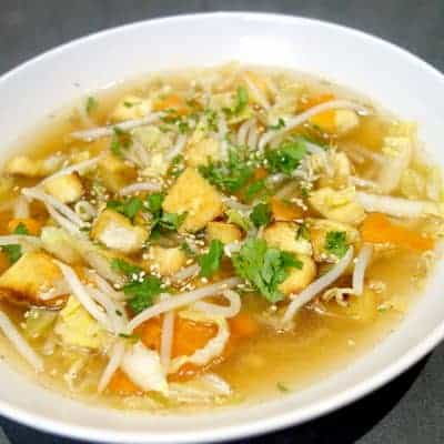 Soupe tofu frit aux légumes