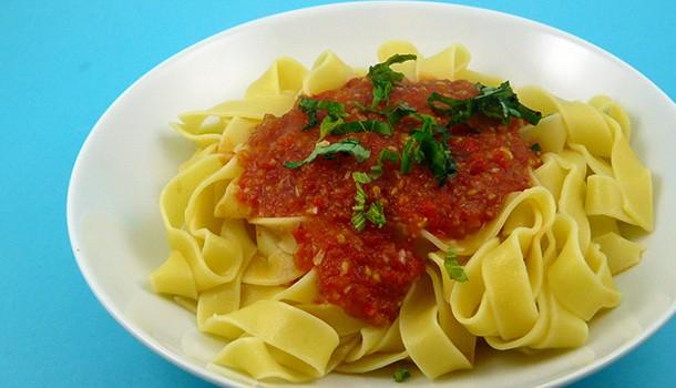 Tagliatelles sauce tomate et piments doux